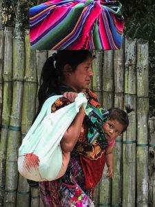 Voluntariado en Guatemala – Antigua, niños indígenas y mujeres.