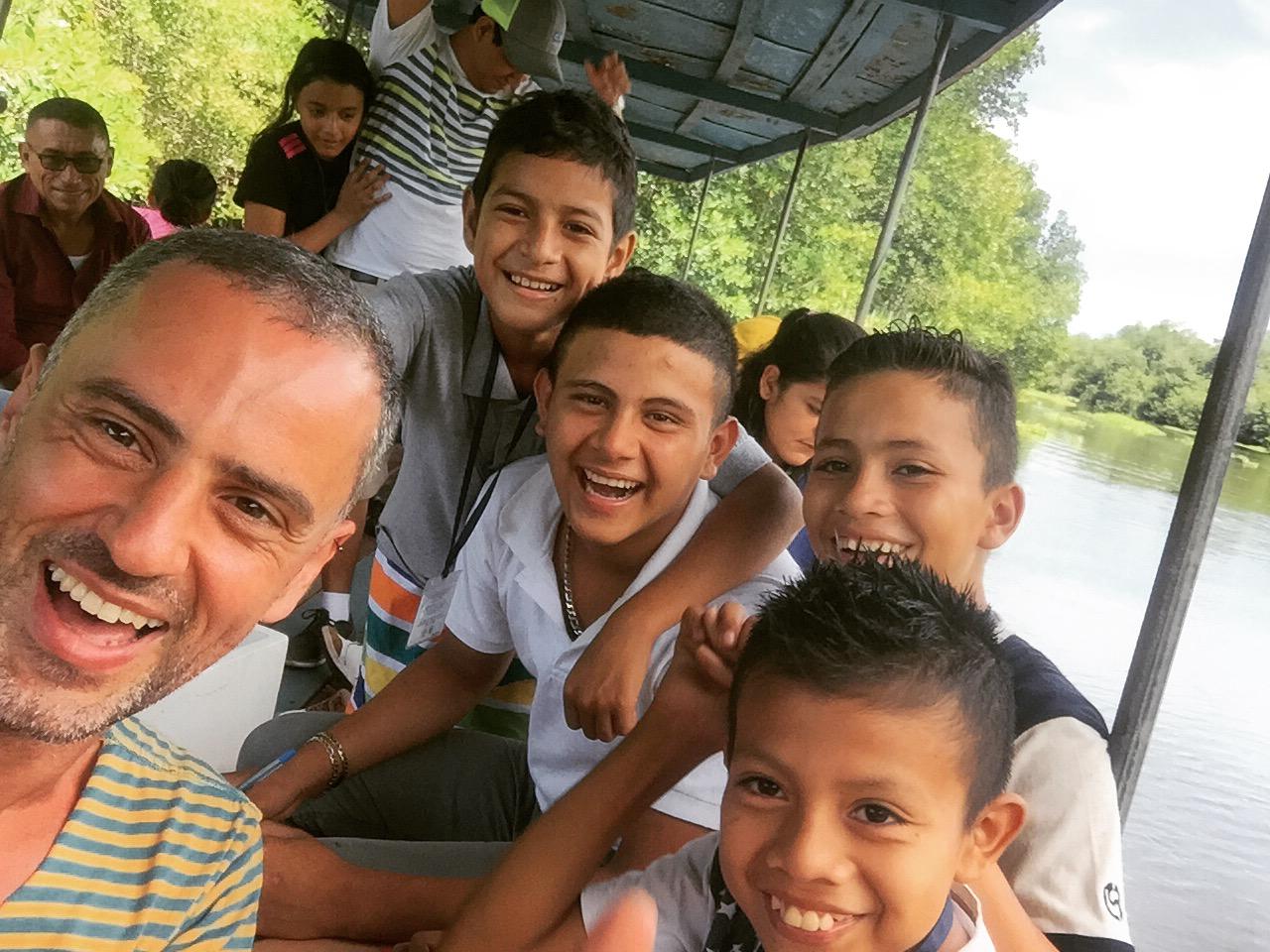 Damian voluntariado en Guatemala escuela de Monterrico.