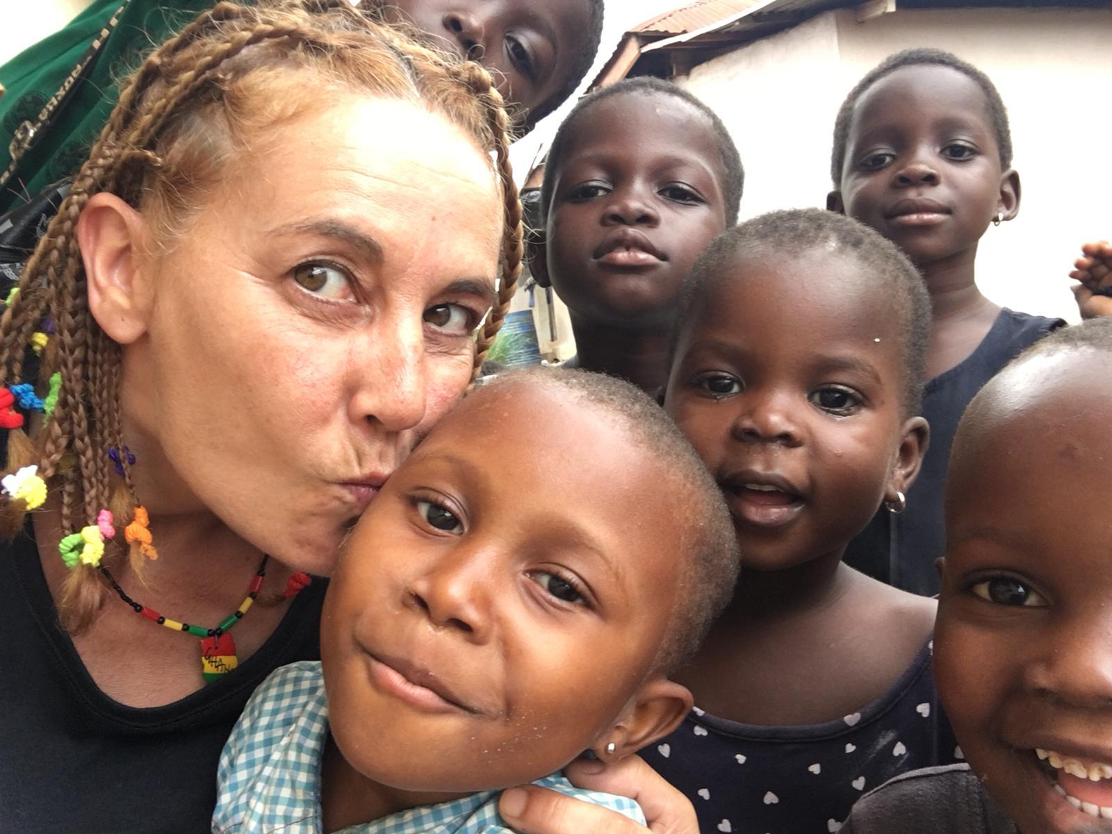 viaje solidario a Ghana ayuda en escuelas y orfanato.